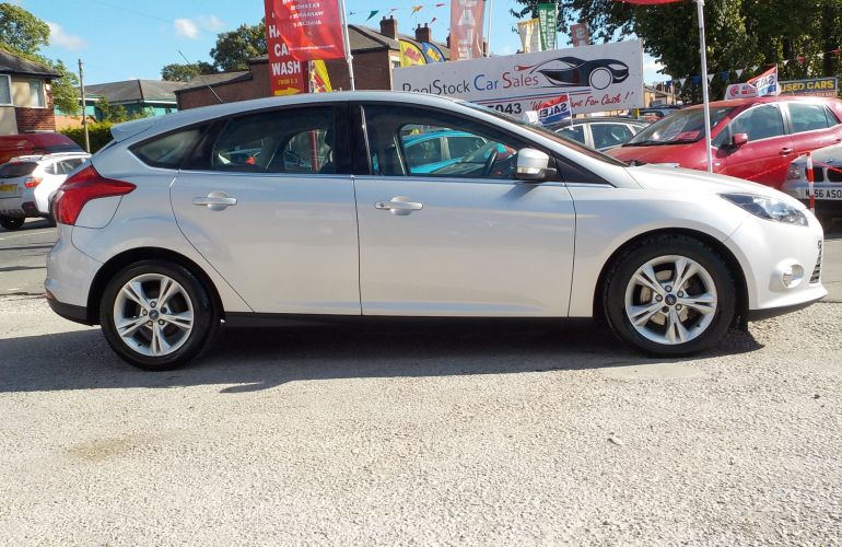 Ford Focus 1.6 TDCi ECOnetic Zetec 5dr     FG62RCF
