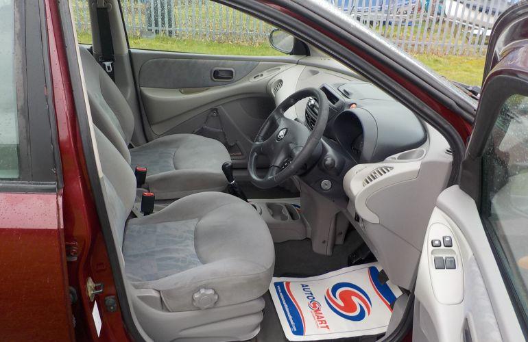 Nissan Almera Tino 1.8 S 5dr PL02NND