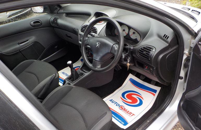 Peugeot 206 1.4 Look 5dr     PL08NTO