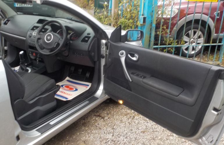 Renault Megane 1.6 VVT Dynamique 2dr FY07MVX