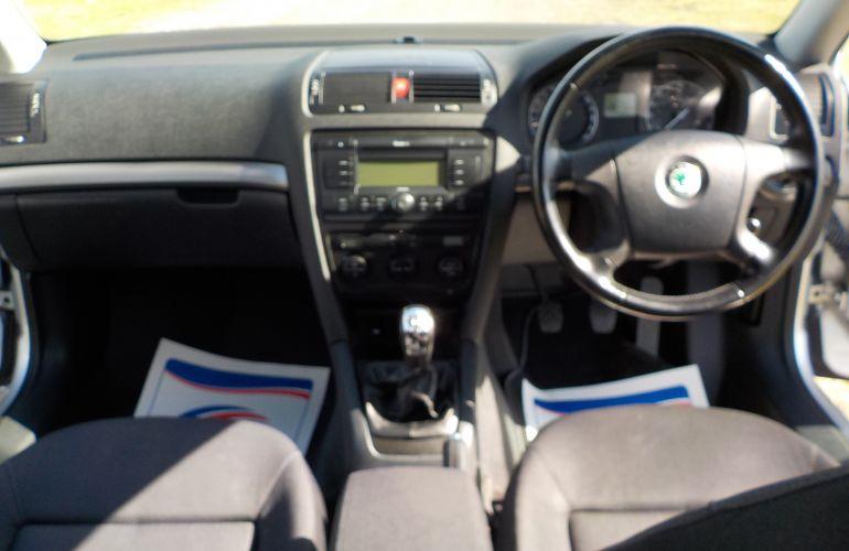 SKODA Octavia 1.6 FSI Elegance 5dr KV54VFE