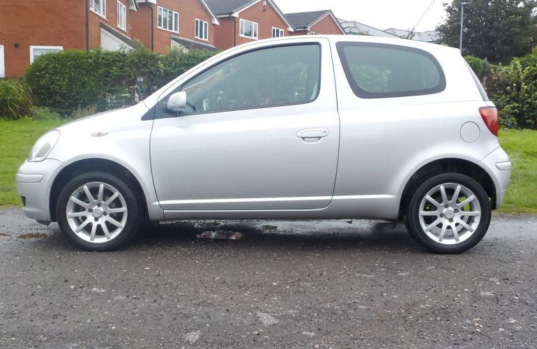 Toyota Yaris 1.0 VVT-i Colour Collection 3dr     NU55MLL  2005 (55)