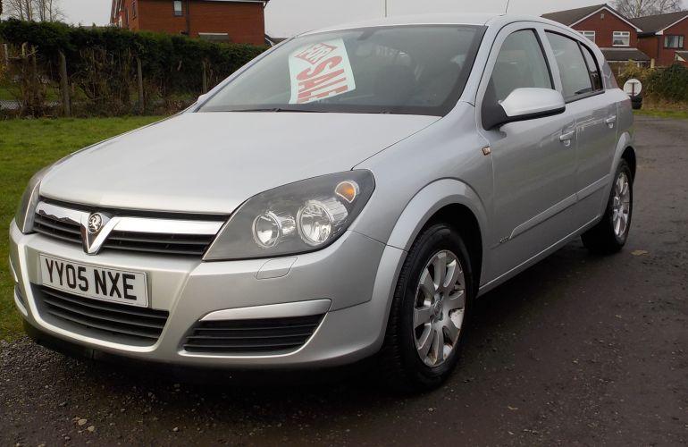 Vauxhall Astra 1.6 i 16v Club 5dr YY05NXE