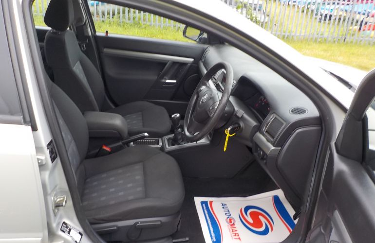 Vauxhall Vectra 1.8 i VVT Life 5dr KJ07HRS